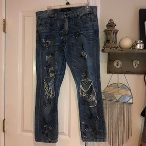 Lightly ripped, high-waisted embroidered jeans